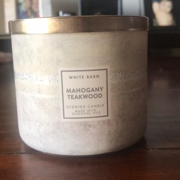 White Barn Mahogany Teakwood Scented Candle Nwt